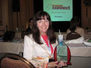 Mary Pope-Handy winning Project Blogger Award from Inman News and Active Rain in 2007